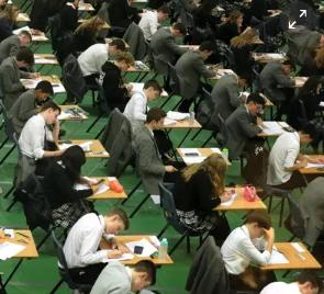 在纸张泄漏后扣留了78名学生的A级数学结果