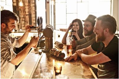 你的伴侣实际上并不想喊你喝酒 这就是原因