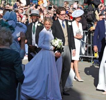 艾莉古尔丁在奢华的仪式上与艺术品经纪人男友结婚