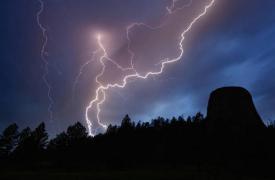 随着美国各地暴风雨的到来 冬季天气警报下将近1亿